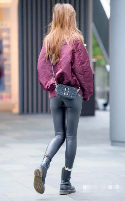 紧身皮裤最时髦,一条皮裤满足你的潮流感
